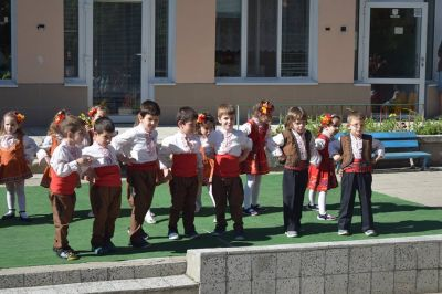 Танцьори - ДГ Незабравка - Пловдив