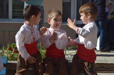 танци 3 - ДГ Незабравка - Пловдив