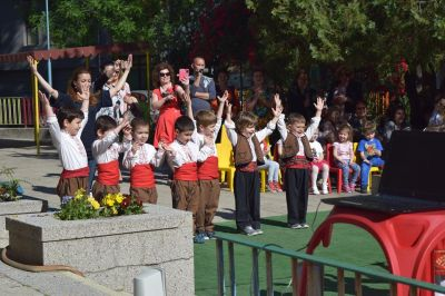 Танци 1 - ДГ Незабравка - Пловдив